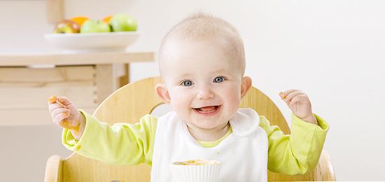 培养宝宝独立吃饭